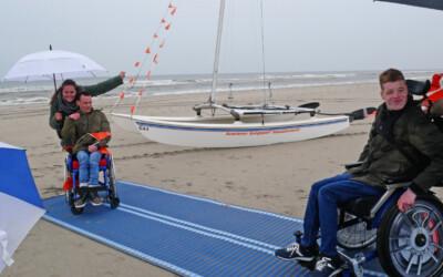 Stichting Avavieren neemt oprolbare strandmatten in gebruik